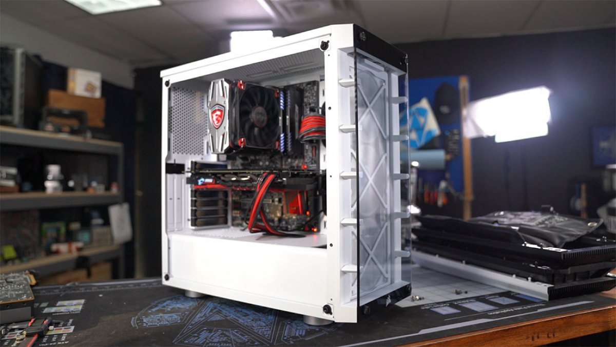 Corsair iCUE 465X RGB Case Review: Glass, LEDs, and Some Airflow